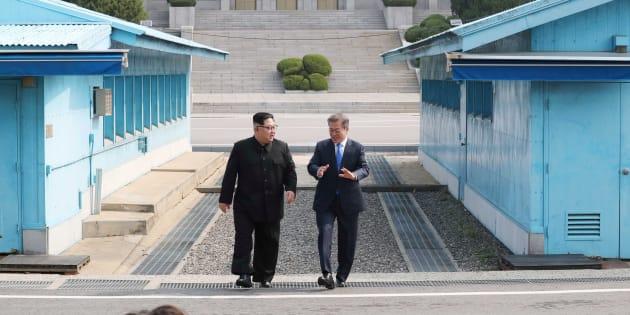 Kim Jong-un et Moon Jae-in se sont rencontré dans le village de Panmunjom à la frontière des deux Corées, vendredi dernier.