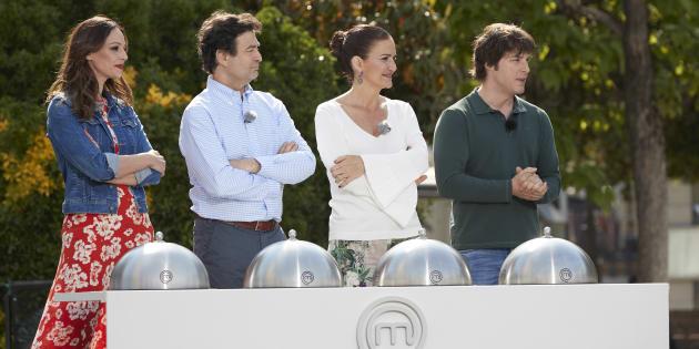 Eva González, Pepe Rodríguez, Samantha Vallejo Nágera y Jordi Cruz durante el rodaje de 'MasterChef Celebrity 3'.