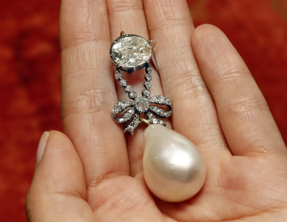 Marie Antoinette pearl pendant sells for record $32M