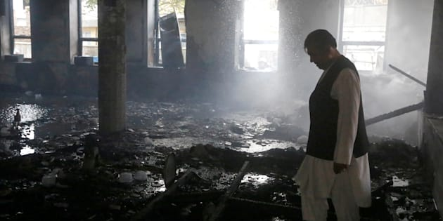 Afghanistan strage in due moschee, l'Isis rivendica l'attacco: oltre 70 morti