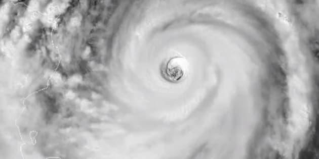 Le typhon Mangkhut s'approche des Philippines, il est bien plus menaçant que Florence aux États-Unis