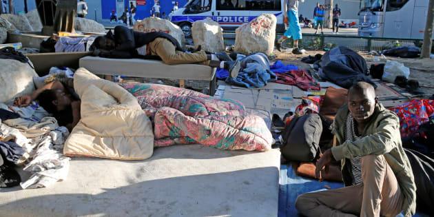 L'État va ouvrir des centres de pré-accueil de migrants pour en finir avec les campements à Paris