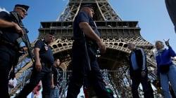 Un homme armé d'un couteau arrêté en tentant de forcer la sécurité de la tour