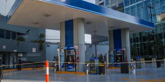Una gasolinera ubicada sobre Patriotismo, se encuentra cerrada, según los empleados, por mantenimiento, aunque reconocen que empieza la escasez del combustible en la ciudad.
