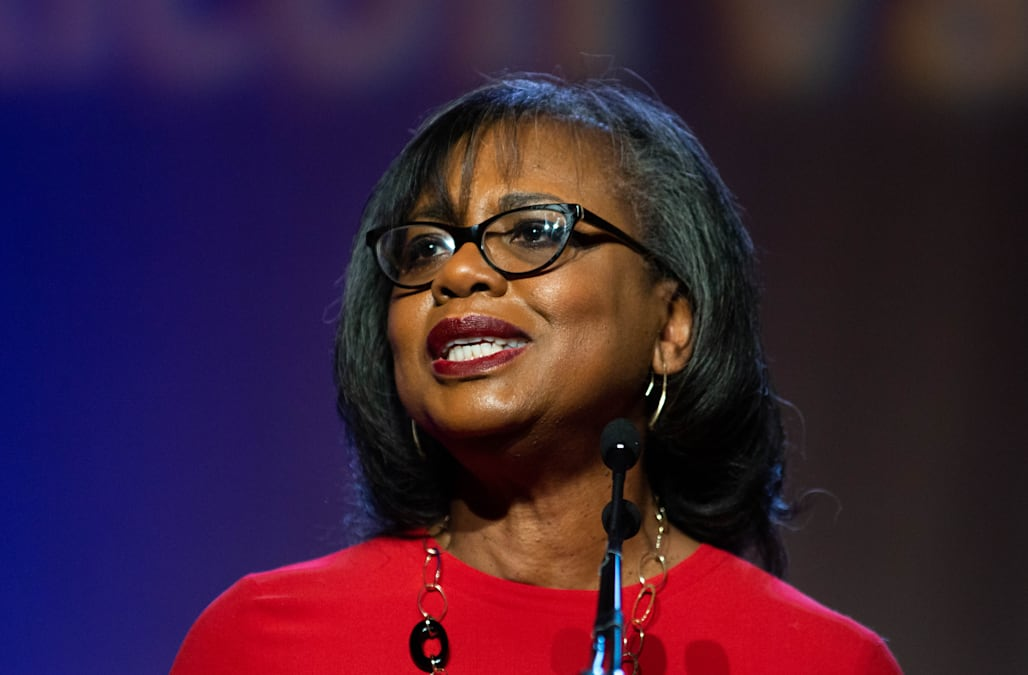 Anita Hill says Joe Biden's apology to her over the Clarence Thomas hearing is not enough 1