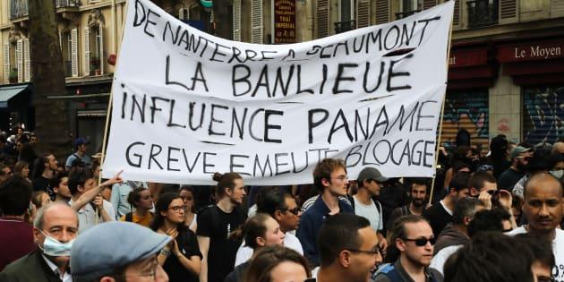 """La """"Marée populaire"""" a moins rassemblé que la """"Fête à Macron"""" à Paris, selon la police et un comptage indépendant."""
