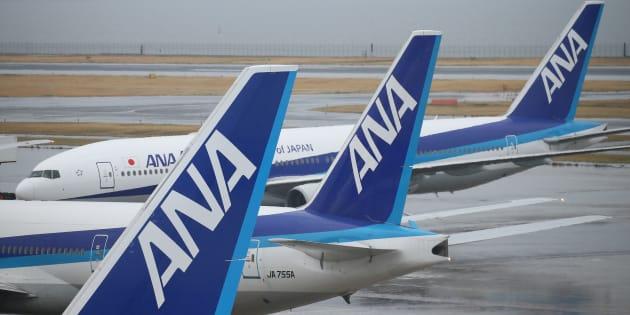 駐機する全日本空輸(ANA)機の尾翼(2017年3月21日撮影)