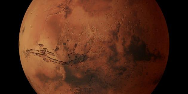 D'importants dépôts de glace découverts sous la surface — Mars