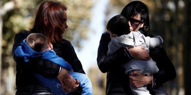Una pareja lesbiana con sus hijos.