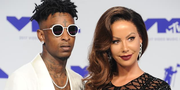 21 Savage and Amber Rose arrive at the 2017 MTV Video Music Awards at The Forum on August 27, 2017.  (Gregg DeGuire/Getty Images)