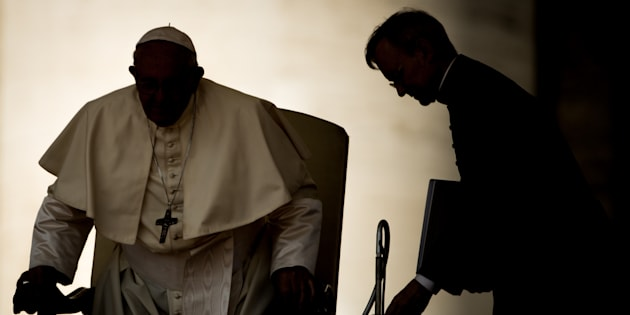 El papa Francisco, preparándose para su audiencia semanal en la Plaza de San Pedro, el pasado 29 de agosto.