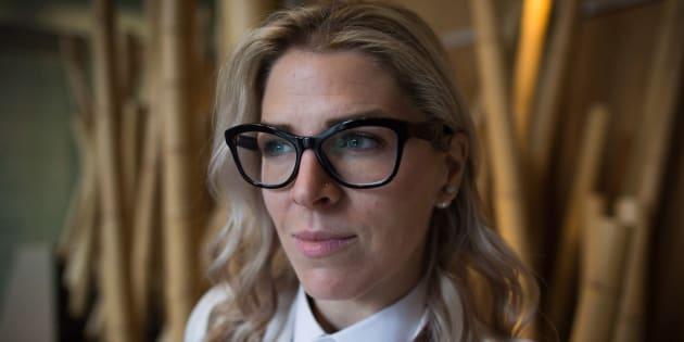 Mandalena Lewis a déposé une demande de recours collectif contre le transporteur aérien WestJet, arguant que la compagnie a failli à sa responsabilité d'offrir un environnement de travail sécuritaire à ses employées.