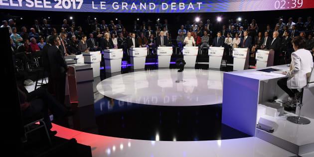 Les 11 candidats lors du débat du 4 avril sur CNEWS et BFMTV.