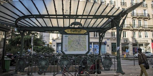 Vista de la parada de metro de Châtelet, en París, donde se ha producido la agresión.