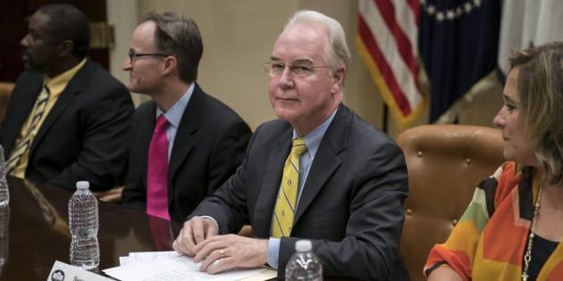El secretario de Salud del Gobierno, Tom Price, dirige la reunión donde los republicanos han debatido el texto, en la sala Roosevelt de la Casa Blanca (Washington).