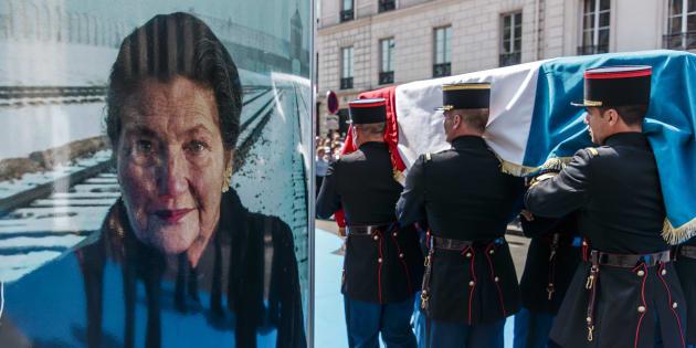 Une enquête a été ouverte après les dégradations constatées sur plusieurs panneaux d'une exposition consacrée àSimoneVeilau Panthéon à Paris.