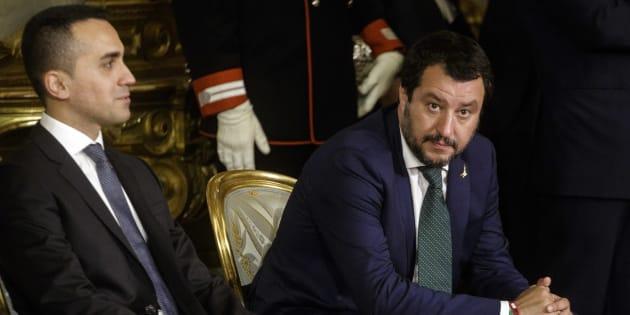 Alta tensione Salvini - Di Maio. Passo indietro M5s: giù lo stanziamento per il reddito