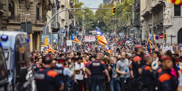 Le chef du gouvernement espagnol doit répondre de ces mesures coercitives et brutales envers sa population.