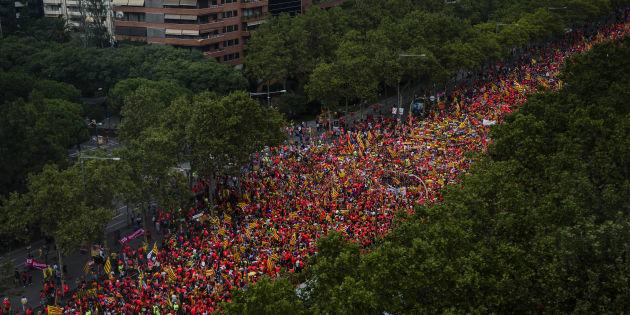 """A Barcelone, un million d'indépendantistes catalans défilent pour l'indépendance en ce jour de """"fête nationale"""" de la région."""