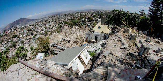Vista general del área donde un total de 23 viviendas colapsaron en las últimas horas en la ladera de un cerro en el municipio de Tijuana.