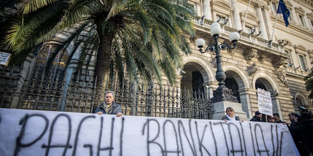 ROME, ITALY - 2015/12/22: The 'victims of saving banks' take to the streets against the government, about two hundred investors gathered in Via Nazionale, opposite the Palazzo delle Esposizioni, to protest against the decree which wiped shares and subordinated bonds CariFerrara, CariChieti, Banca Marche and Banca Etruria. The protesters gathered near Palazzo Koch, home of the Bank. (Photo by Andrea Ronchini/Pacific Press/LightRocket via Getty Images)