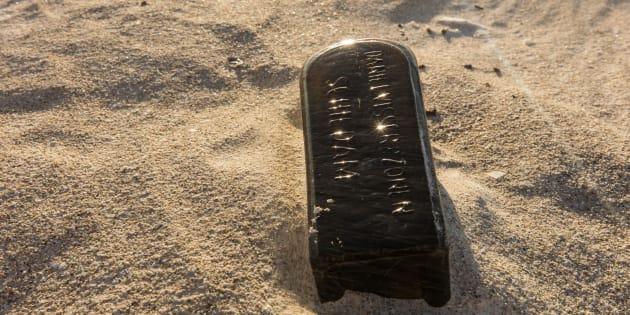 La bouteille découverte toujours intacte après 132 ans de vie en mer.