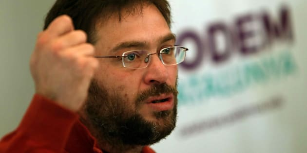 El secretario general de Podem Catalunya, Albano-Dante Fachin, durante la rueda de prensa ofrecida en Barcelona el pasado día 6.