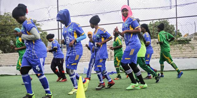 Las jugadoras de Golden Girls hacen historia como el primer equipo de futbol femenil de Somalia.