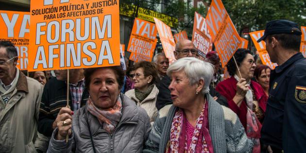Manifestación contra el fraude de Afinsa frente a la sede del PP. Marcos del Mazo/Pacific Press/LightRocket via Getty Images