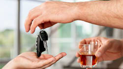 Boire ou conduire? Moins d'un Français sur deux prévoit une solution pour le