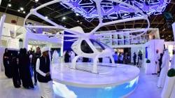 Taxis-volants, robots policiers, drones: Dubaï se voit en grande ville du