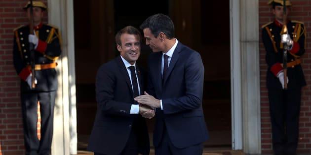 Pedro Sánchez recibe a Emmanuel Macron en la Moncloa.