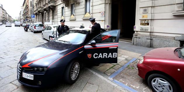 Carabinieri in Via Settembrini 47 dove è stato ucciso a coltellate un uomo