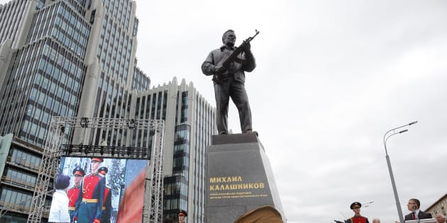Moscou, le 19 septembre 2017 - La statue de Mikhail Kalachnikov est inaugurée avec les honneurs militaires.