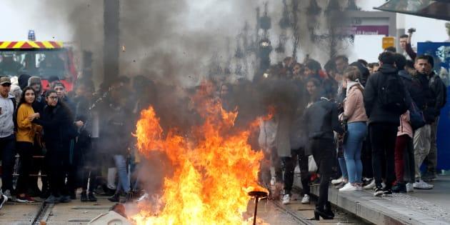 Des lycéens manifestant à Bordeaux le 6 décembre 2018.