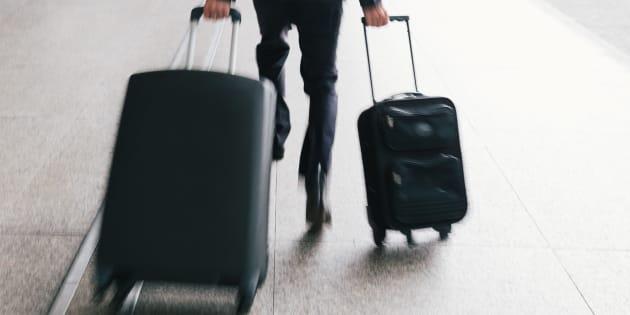 Pourquoi les valises à roulettes bringuebalent, selon la science (et que faire pour rectifier le tir)