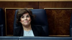 La foto de lo que Saénz de Santamaría ha hecho con el escaño vacío de Rajoy: