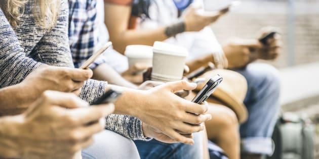 100 mila dollari se resisti un anno senza telefono e tablet: