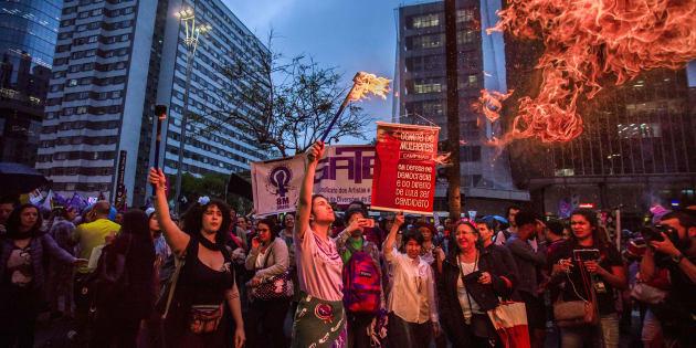 Projeto de lei cria crime de importunação sexual e endurece punição para delitos contra a dignidade sexual.