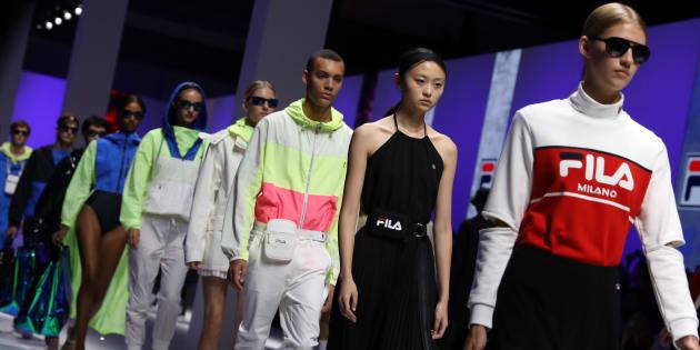 Des mannequins défilent, ce dimanche 23 septembre, lors du tout premier défilé de mode de l'enseigne de sport sud-coréenne Fila, à Milan.