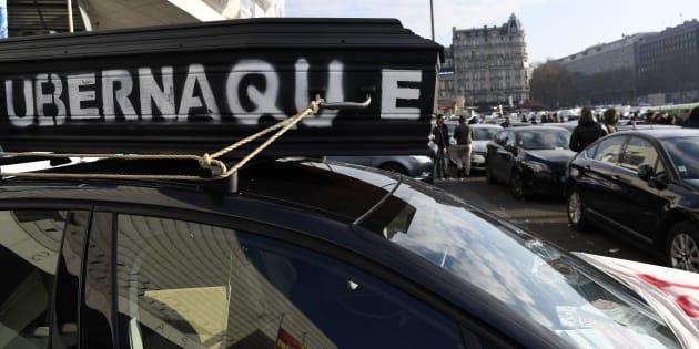 """Les VTC reprennent leur mobilisation contre Uber en """"filtrant"""" les accès aux aéroports parisiens"""