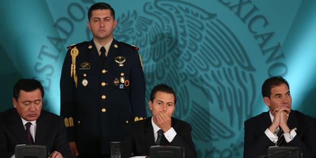 CIUDAD DE MÉXICO, 30AGOSTO2017.- Miguel Ángel Osorio Chong, secretario de Gobernación, Enrique Peña Nieto, presidente de México y Pablo Escudero, presidente del Senado de la República.