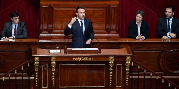 Derrière l'imposture au pouvoir et en même temps le spectacle, Macron prépare la mise au pas des Français
