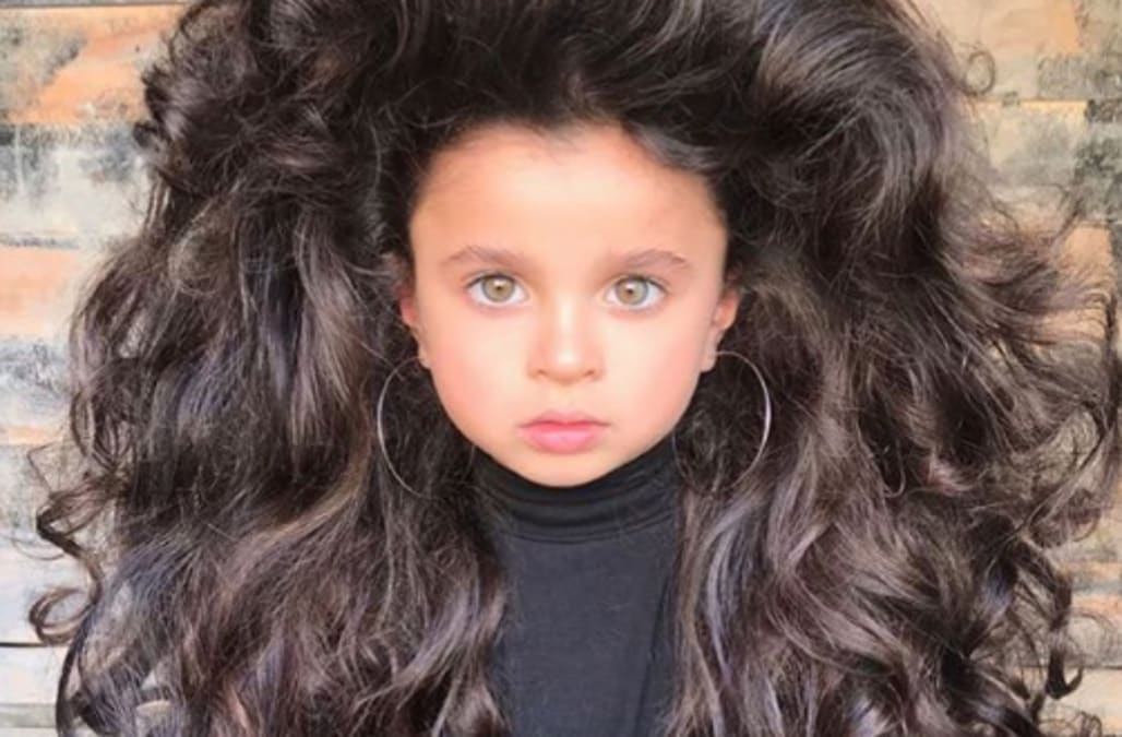This 5 Year Olds Big Hair Is Going Viral And Her Parents Are