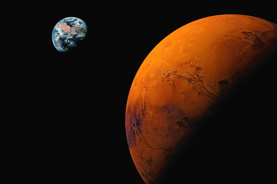 Ilustración que representa la cercanía entre Marte y la Tierra.