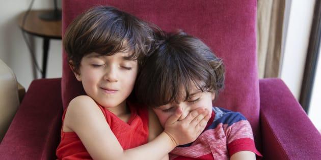 Pourquoi la relation qu'entretiennent mes jumeaux m'inquiète au point que je songe à les séparer.