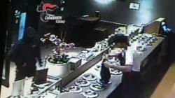 Organizza la rapina alla propria gelateria: commesso tradito dalle telecamere di