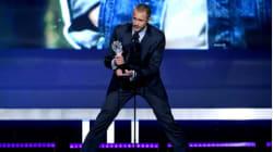 Cet acteur d'1,90m a eu du mal à faire son discours aux Critics' Choice