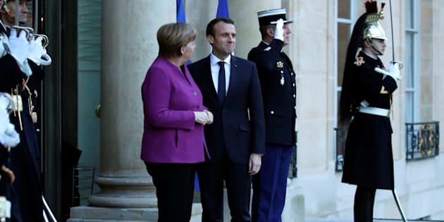 "Ex-espion empoisonné: Macron et Merkel ""condamnent l'ingérence"" de la Russie, coupable de ""tentatives d'assassinat"""