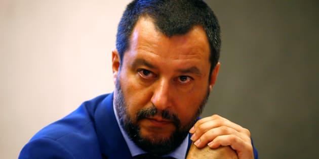 Migranti, Salvini: 'Io non autorizzo nessuno a scendere dalla Diciotti'